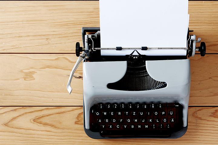 Alte Schreibmaschine Automated Content Thumbnail