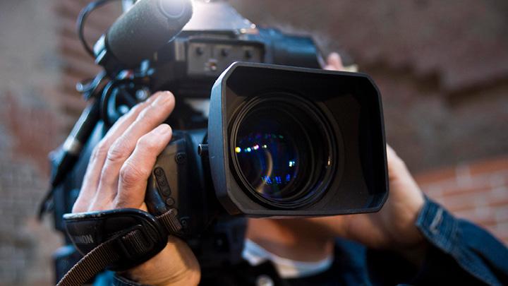 Kameramann bei Filmaufnahmen für OTS-Video