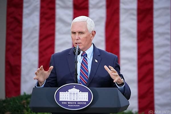 Auf dem Bild sieht man Mike Pence. Er ist der Vize-Präsident der USA.