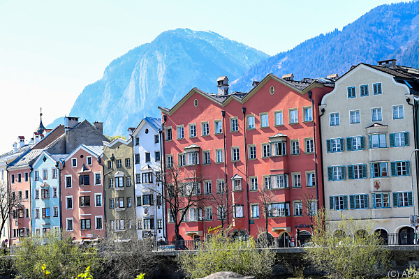 Auf dem Foto sieht man die Innenstadt von Innsbruck.