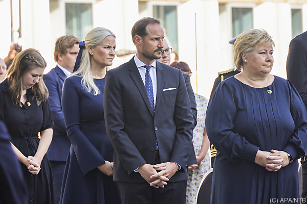 Auf dem Bild sieht man ganz rechts Norwegens Regierungschefin Erna Solberg.