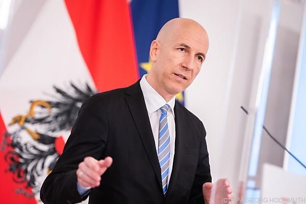 Auf dem Foto sieht man Arbeitsminister Martin Kocher.