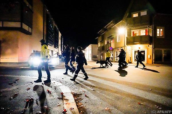 Auf dem Bild sieht man die Polizei in Norwegen am Tatort.